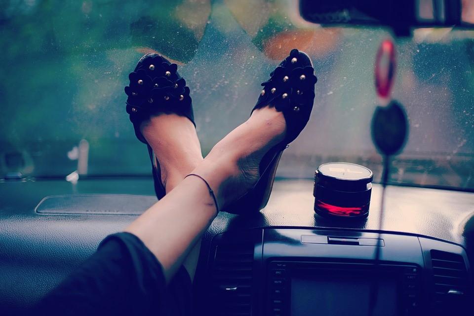 รองเท้า กับ ชุดสวย จับคู่แบบไหน สุดแมทซ์ และไม่หลุดธีม